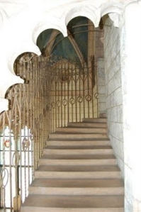 interior_balcony_stair_archway_91767-1600x1200