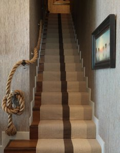This is gorgeous! Look at the off center striped runner and thick knotted rope.