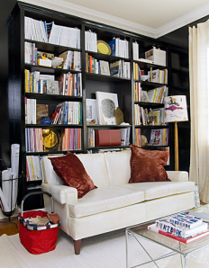 Love the dark lacquered shelves - makes the book speak volumes!