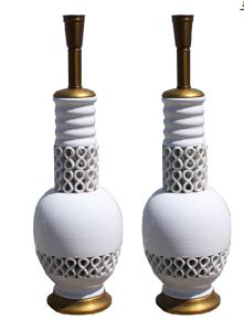 Pair of mid-century Hollywood Regency white glazed Italian ceramic lamps by Deruta.
