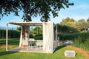 Daybed structures and aluminum pergolas that can be personalized and configured with blinds, net curtains, panels and ceilings.
