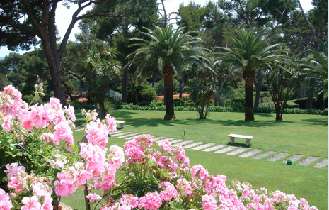 Blue sky, azul waters, and green gardens. Welcome to the French Riviera!