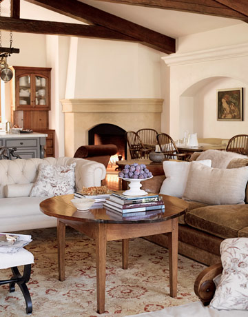 I'm sometimes a neutral girl so this simple living room appeals to my senses!