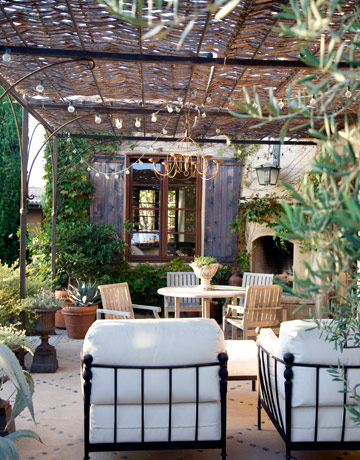 I'm obsessed with all outdoor spaces. Open air relaxation can calm any rough day and this outdoor spot is as tranquil as it gets!