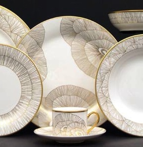 I'm a huge fan of Kelly Wearstler and Love Love Love her Hillcrest  dinnerware collection. The dinner plate print is delicate and is adorable.