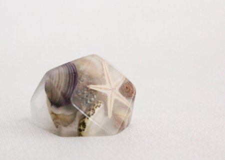 Starfish and seashell eco resin ring with large diamond facet.
